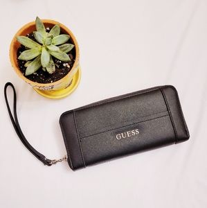 AUTHENTIC GUESS CLUTCH BLACK